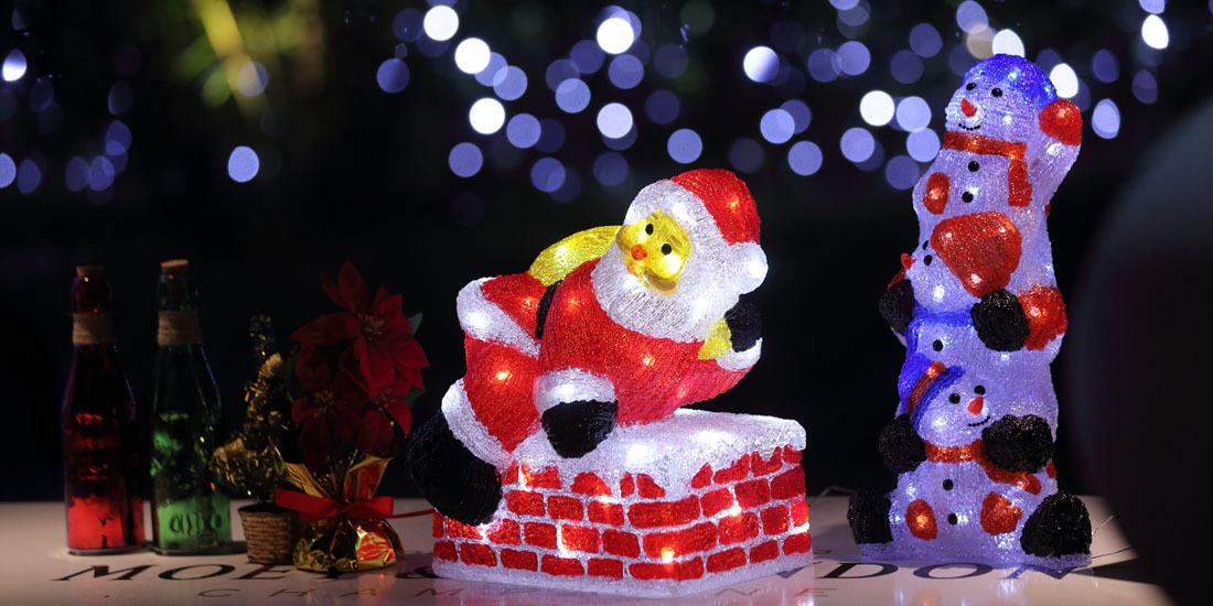 光り輝く「クリスマスナイトプール」スタート!