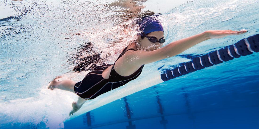 リオ五輪メダリストによる特別水泳クラス開催「スカーリング」をマスターしよう