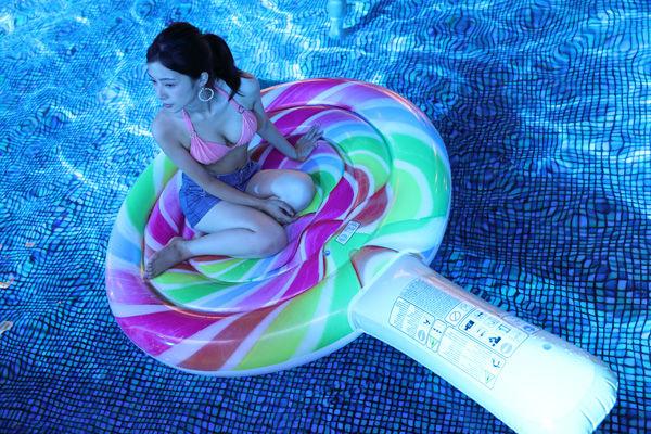【8月20日はSpecial Lady's Night】女性はプール無料!夏の夜は「ナイトプール女子会」で決まり!