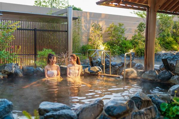 【6月限定キャンぺーン】屋外プールでストレス解放!女性はプール無料!全員シートチャージ無料!