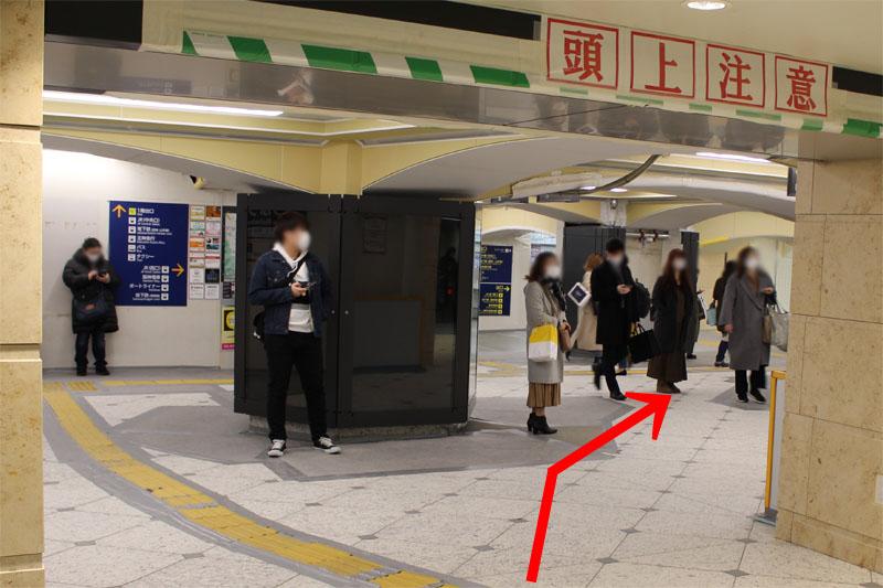 アクセス紹介 三宮駅 東改札口を出て右方向へ進む写真