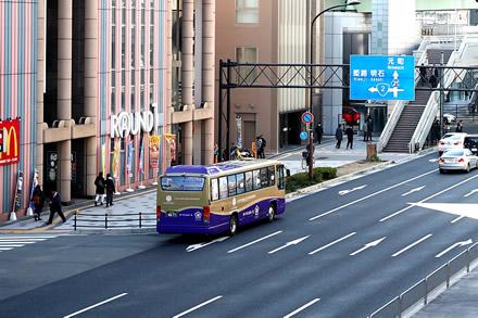 無料シャトルバス乗降場所の写真(東側から)