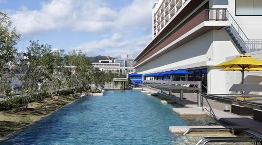 神戸みなと温泉 蓮の屋外温水プール