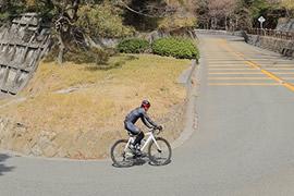 道を走る自転車のイメージ画像02