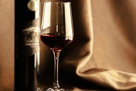 神戸みなと温泉 蓮 水蓮で提供される赤ワインイメージ