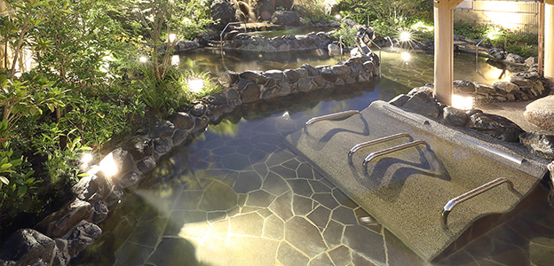 自然に囲まれているという安心感を覚える露天大浴場