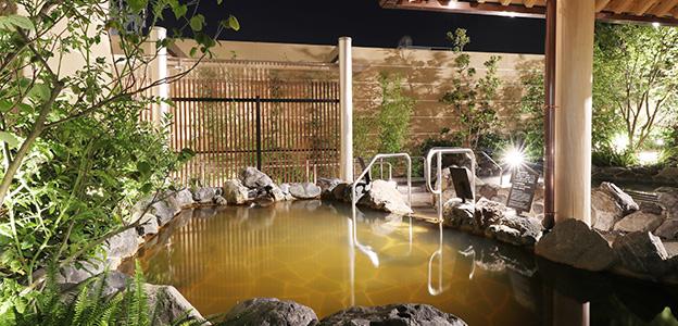 露天大浴場の源泉かけ流し湯