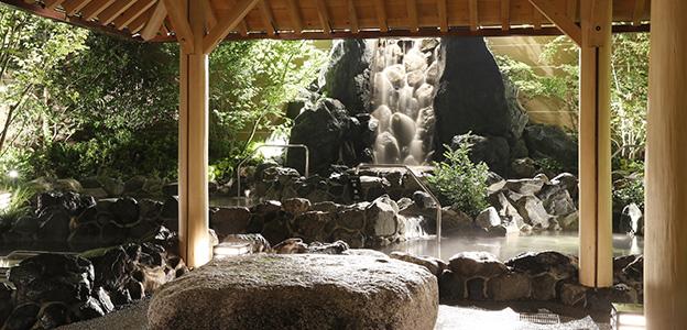 御休み処からみた露天大浴場風景