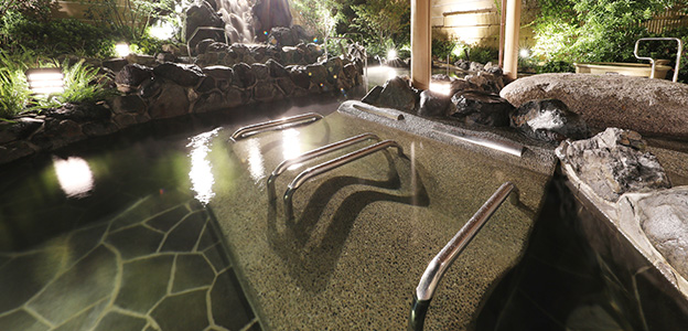 ゆったりとお湯を愉しむために寝姿勢で温泉をお愉しみいただく寝湯