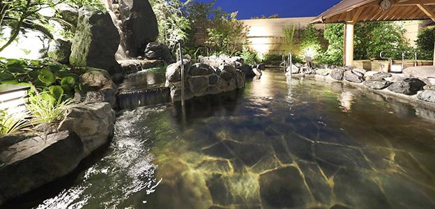 肩までゆっくりとお湯に浸かり、大浴場の醍醐味を味わうことができる深湯