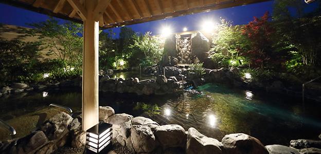 御休み処からみた露天大浴場夜景