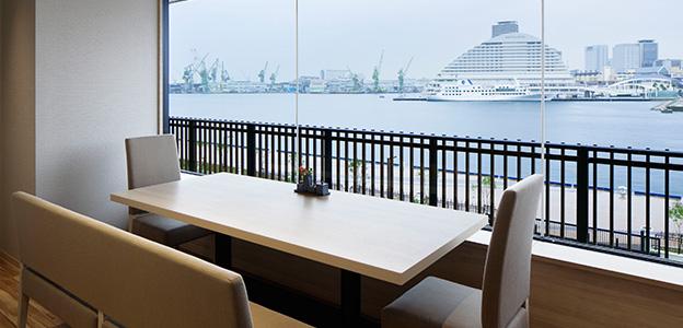 御食事処 ライブ割烹 万蓮の個室から見える神戸港の景色