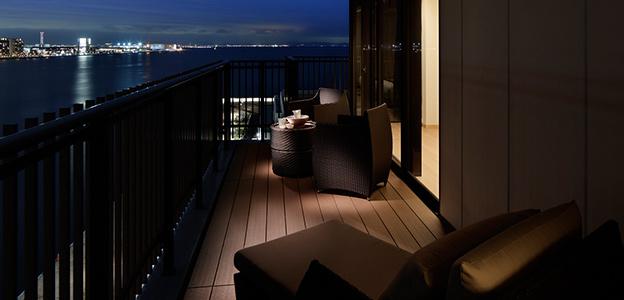 神戸港の夜景が楽しめる客室バルコニー