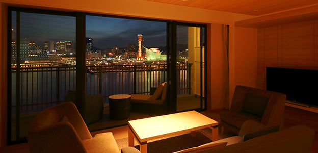 客室から見える神戸港の夜景