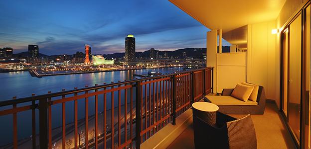 客室バルコニーから見える神戸の夜景