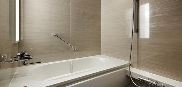 「神戸みなと温泉 蓮」客室内のバスルーム