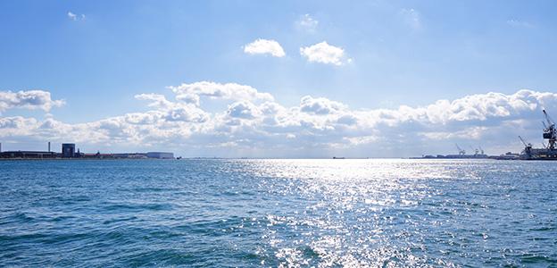 「神戸みなと温泉 蓮」から見た神戸港の風景