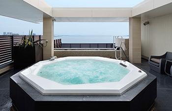 展望大浴場から見える神戸港の景色