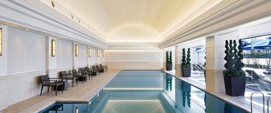 屋内温水プール