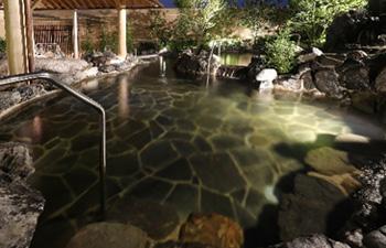 ゆっくり温泉に浸かるのにちょうど良い深さで、じっくりと体を温めることができる浅湯
