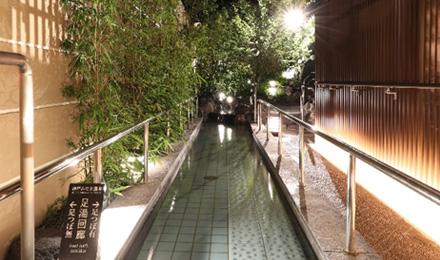 神戸みなと温泉 蓮の足湯回廊