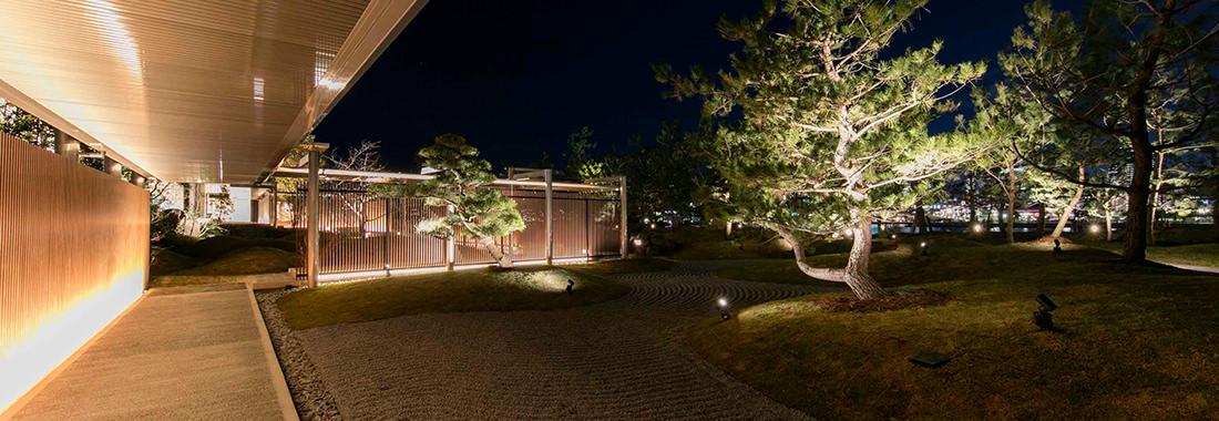 日本庭園 夜の写真