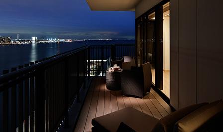 客室から望む神戸港の景色