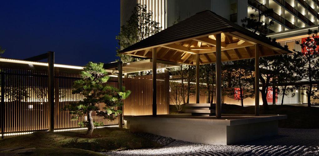 神戸みなと温泉 蓮の日本庭園内にある東屋「望海亭 海舟」